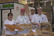 Die Berliner Bäckerinnung setzt sich mit täglichen Backvorführungen, Verkostungs- und Verkaufsaktionen auf der Grünen Woche in Szene.