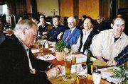 Auf der Versammlung der Bäckerinnung Müllheim. Links Jean-Marie Moessner, der Obermeister der befreundeten Innung Mulhouse aus Frankreich.