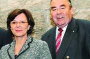 Die Bayerische Staatsministerin für Bundes- und Europaangelegenheiten, Emilia Müller mit LIM Heinrich Traublinger.