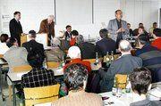 Die Referenten beantworteten den Teilnehmern an der Lehrlingswart-Tagung 2005 zahlreiche Detailfragen.