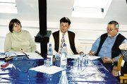 Am Vorstandstisch (von rechts) KH-GF Rainer Borchert, OM Manfred Petry und Fachlehrerin Renate Wendel.