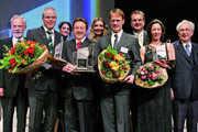 """Auch Bäckermeister Andreas Schomaker (Mitte mit Blumen) ist schon als einer der """"Mutmacher der Nation"""" im Jahr 2007 ausgezeichnet worden."""