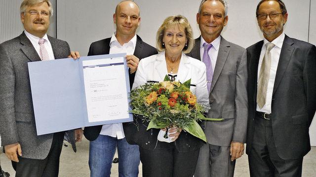 Gratulation zum 100-jährigen Bestehen der Bäckerei Bosch (von links): Innungsgeschäftsführer Frank Sautter, Justin, Elisabeth und Bernd Bosch mit Obermeister Dieter Siegel.  (Quelle: Wolf)