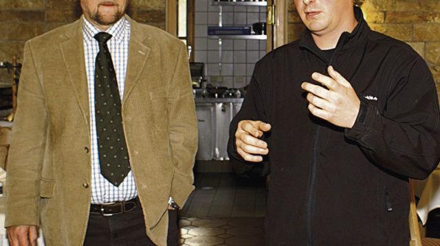 Fernsehkoch Timo Böckle (rechts) und Obermeister Eberhard Binder.  (Quelle: Götz)