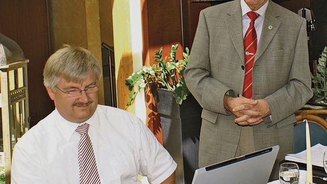 Geschäftsführer Frank Sautter (links) und Obermeister Georg Strohmaier erklärten die Vorzüge der Fusion mit der Innung Stuttgart.  (Quelle: Götz)