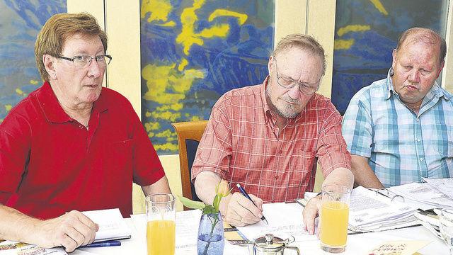 Heinz Krauß, Schriftführer Bodo Schwabe und Kassier Günter Dietschmann vom Landesverband der Fachvereine in Hessen-Rheinhessen (von links).  (Quelle: dt-press)