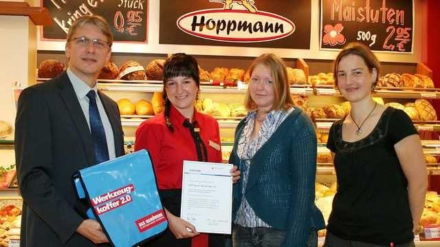 Annika Drieling (Zweite von rechts) hat es geschafft: Sie ist die Auszubildende des Monats.
