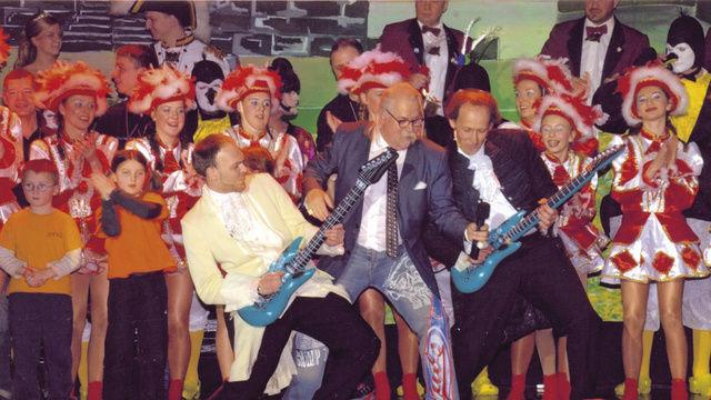 """Zum Programm der Prunksitzungen des Handwerker-Carneval-Vereins Weimar gehören neben Büttenreden, Prinzenpaar und Männerballett auch musikalische Einlagen mit Weimars legendärer Rockröhre Bernhard """"Kani"""" Kanhold, der einst in den Bands von Nina Hagen"""