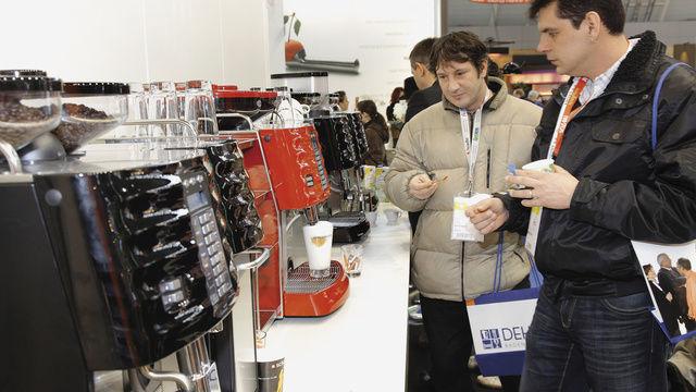 Das neue Rösterdorf ist die Plattform für Kaffee-Manufakturen, dort präsentieren sich alle Kaffeemaschinen- und Spezialanbieter.  (Quelle: Messe)
