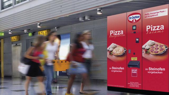 Pizza rund um die Uhr und fast im Vorbeigehen: Die ersten Automaten stehen bereits und werden wohl gut angenommen.