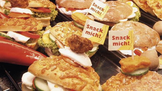 Belegte Brötchen und andere Snacks sorgen für steigende Umsätze. Der Wettbewerb am Markt allerdings wird härter.