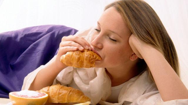 Ob  Croissants oder belegte Brötchen: Backwaren sind als Snacks beliebt.  (Quelle: Fotolia)