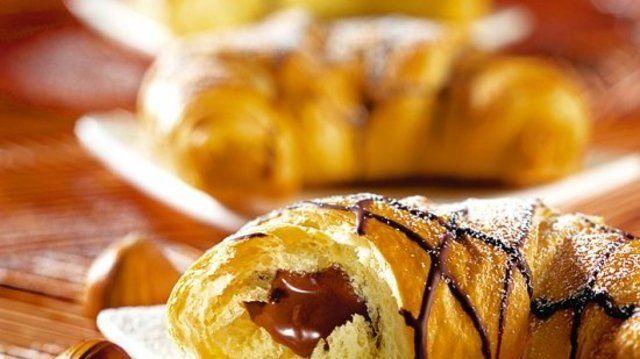 Croissant gefüllt mit Schoko-Nougat-Creme.