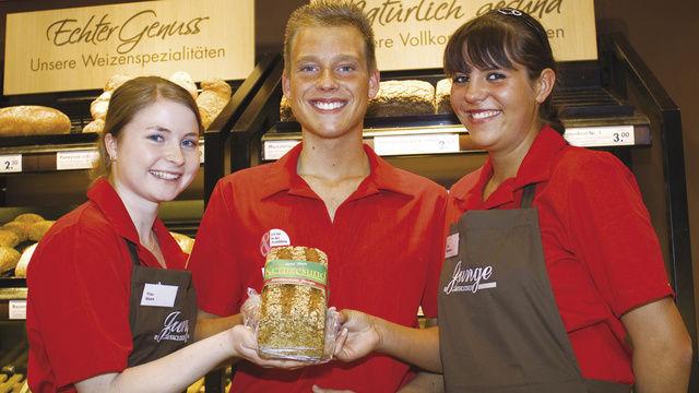 Von den 17 getesteten großen Bäckerei-Ketten schnitt die Stadtbäckerei Junge (Lübeck / Rostock) am besten ab. Ihre Mitarbeiter zeigten sich am freundlichsten und kompetentesten.