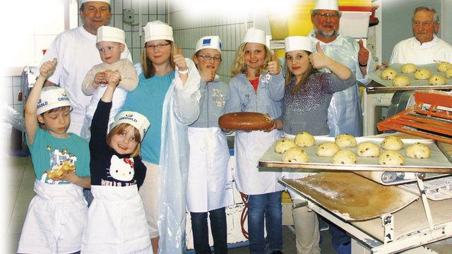 Viele kleine aber auch große Neugierige waren zum Aktionstag der Innung Bayreuth gekommen, um ihrem Bäcker bei der Arbeit über die Schulter zu blicken.  (Quelle: Dietrich)