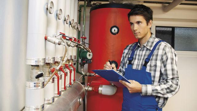 Vor dem eigentlichen Energiesparen kommt das Erfassen und Auswerten der Verbrauchs- und Anlagendaten.  (Quelle: Fotolia)