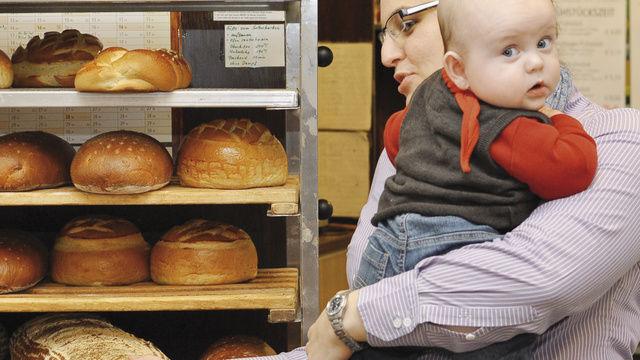 Täglicher Kraftakt: Ulrike Sailer-Keil hat zwei kleine Kinder und leitet den Verkauf in den Filialen des Familienbetriebs.