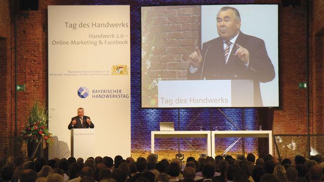 Landesinnungsmeister Traublinger spricht in München über die Situation im Bäckerhandwerk. Foto: H WK-München
