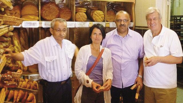 Trafen sich in Algier: Moussa Bougaila (Präsident des algerischen Bäckerverbands), Nadja Düll (iba), Ahmed Boulabab (Bäckerei Chaib), Peter Becker.