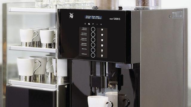 Kaffeevollautomat WMF 1200 S für den kleinen bis mittleren Bedarf.