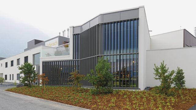 """Als """"kleinste Schokoladenfabrik"""" bezeichnet Läderach seine neue Produktion."""