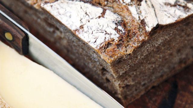 Trennkost im Trend: Fehlt Brot in der Abendmahlzeit, muss Ersatz her. Empfohlen werden Eiweiße, wie sie im Käse enthalten sind.  (Quelle: Fotolia)