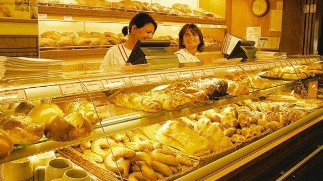 Fidelisbäck Wangen: Im Sortiment sind 95 verschiedene Bäckereiprodukte, die an vier Verkaufsstellen angeboten werden, zwei in Wangen, zwei in Lindau am Bodensee. Hier der Laden des Haupthauses in der Wangener Fußgängerzone.