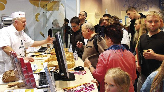 Das Berliner und Brandenburger Bäckerhandwerk ist auf der diesjährigen Grünen Woche ebenfalls wieder beratend und backend im Einsatz.  (Quelle: Schlag)