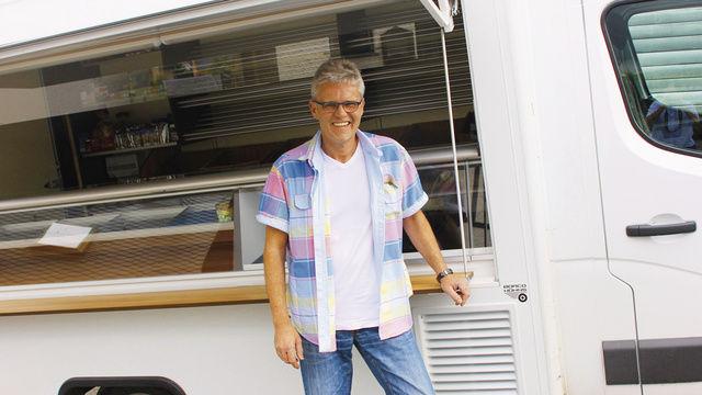 Bäckermeister Uwe Petry schwört auf die Fahrzeuge auf Renault-Chassis. Sie bieten genügend Präsentations- und Stauraum, auch die Stromversorgung ist ausreichend für die Tour.