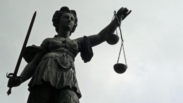 Ein Urteil will das Gericht im September fällen.  (Quelle: Lupo_pixelio.de)