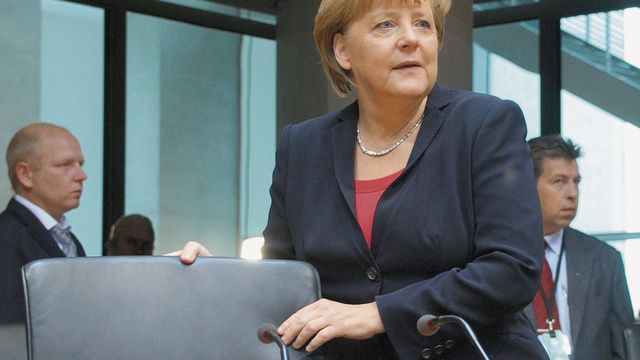 Sie nimmt wieder auf dem Chefsessel Platz: Angela Merkel.