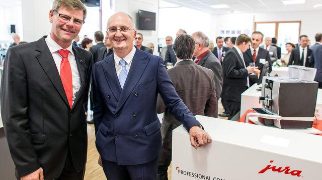Freuen sich über die Eröffnung des Jura Professional Competence Centers in Grainau (v.l.):  Frank Göring, und Emanuel Probst.  (Quelle: Unternehmen)