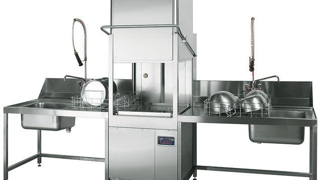 Die LP1D: vom Frontlader zur Durchschub-spülmaschine für die Produktion.