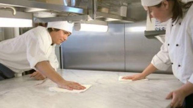 Blitzblank sollten Betriebe sein, doch die Zahl der Beanstandungen in Bäckereien steigt.  (Quelle: Archiv/Tork)