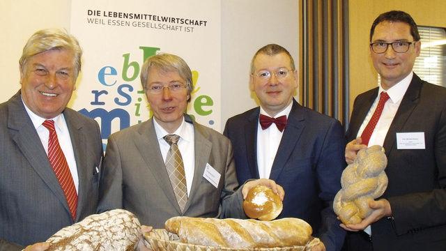 Brotexperten (von links): Peter Becker, Stephan Becker-Sonnenschein, Andrea Fadani und Michael Kleinert.  (Quelle: Schlag)