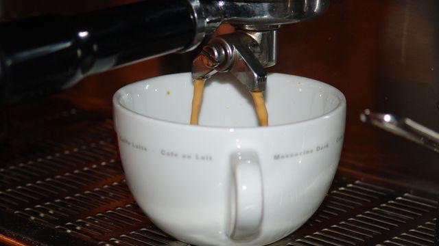 Im Trend: Kaffeebars werden immer mehr zu öffentlichen Wohnzimmern.  Archiv/Stumpf