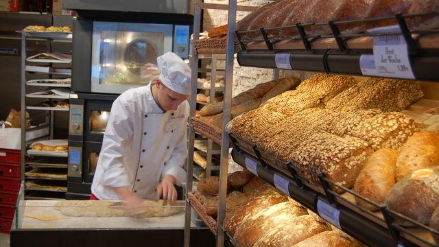 In jeder Filiale von Heberer soll künftig Brot gebacken werden.  (Quelle: Unternehmen)