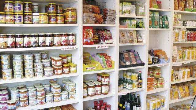 Vegetarier kaufen besonders gern bei Rewe, Aldi und Edeka, aber auch in Bioläden und Reformhäuser ein.  (Quelle: Ott)