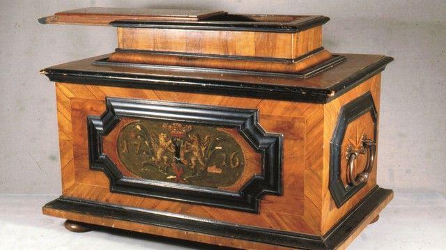 Zu den Schmuck- und Glanzstücken der Sonderausstellung gehört auch diese kunstvolle Zunfttruhe aus dem Jahr 1764.  (Quelle: Museum)