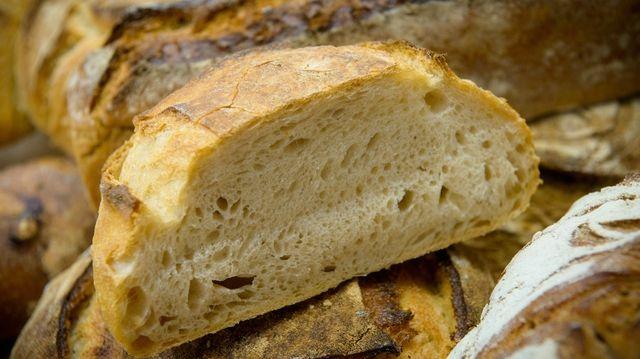 Enthält das Brot Stoffe, die Allergien auslösen können? Verbraucher wollen Auskunft.