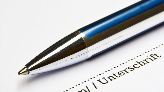 Der Verrtag über das Handelsabkommen ist noch nicht unterschriftsreif.  (Quelle: Thorben Wengert/Pixelio.de)