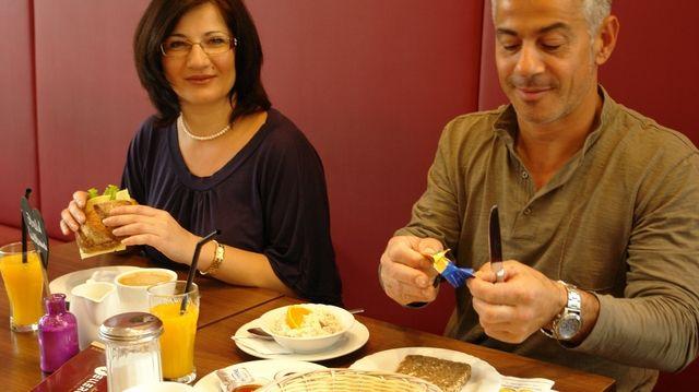 Außer Haus frühstücken ist keine Frage des Alters.  (Quelle: Kauffmann/Archiv)