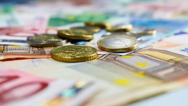 Wer zahlt für Regelkontrollen? In Niedersachsen auch die sauberen Betriebe.  (Quelle: I-vista/Pixelio.de)