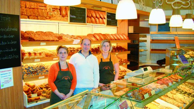 Renita (links) und Rico Uhlig halten den Laden zusammen mit Mitarbeiterin Franziska Walther am Laufen.  (Quelle: Mewes)
