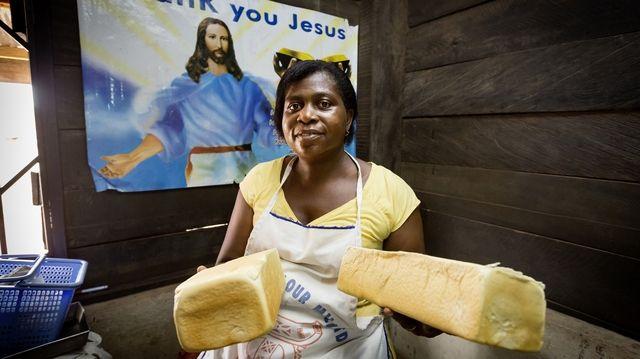 Grace Mensah eröffnet mit Hilfe von Brot für die Welt eine Bäckerei.  (Quelle: Frank Schultze/Brot für die Welt)