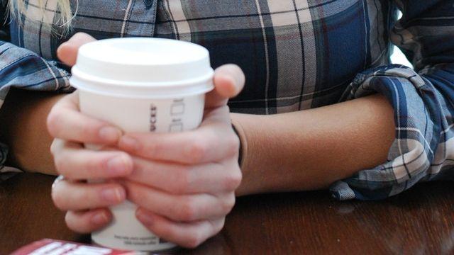 In Bäckereien ist Kaffee zum Mitnehmen ein wichtiger Umsatzbringer. (Quelle: Ulrich C. Leopold/Pixelio.de)