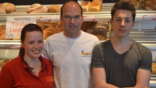 Rebecca Knotz und John Heller (rechts) von der Bäckerei Mayer freuen sich über ihren Aufenthalt in England. (Quelle: Bäckerei Mayer)