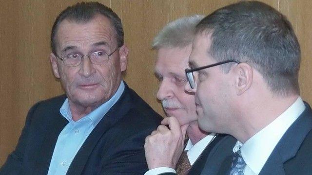 Die ehemaligen Geschäftsführer von Müller-Brot auf der Anklagebank. (Quelle: Ried)