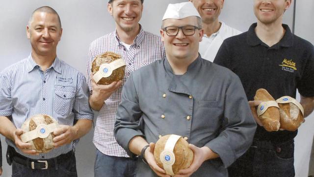 """Fünf der """"Grundwasserschutzbäcker"""" (von links): Klaus Kohler, Werner Pröschel, Marcus Will, Günther Stephan und Simon Matthäus. (Quelle: N-Komm)"""