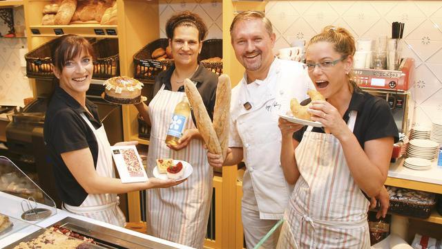 Das Verkaufsteam um Meister Ingo Möhring im Bäckerei-Café mit französischem Flair – einem von fünf Standorten des Unternehmens. (Quelle: Schwittay)